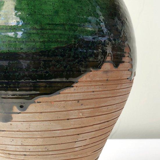 スペインのウベダで作られた古い陶器のベース