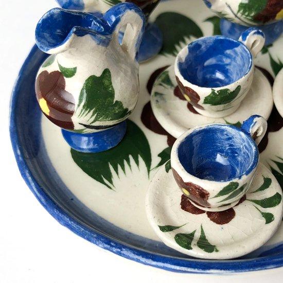 メキシコの古い土産物のミニチュアのティーセット