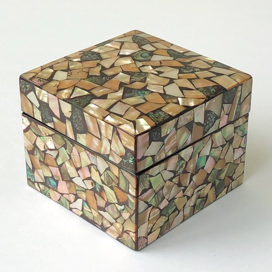 兵庫県・丹波の木漆工芸家 小島雄四郎さん(1940-2020)による蓋物