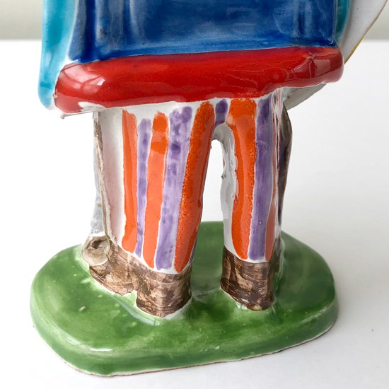 シチリアにある陶器工房 デシモーネ による騎士の人形