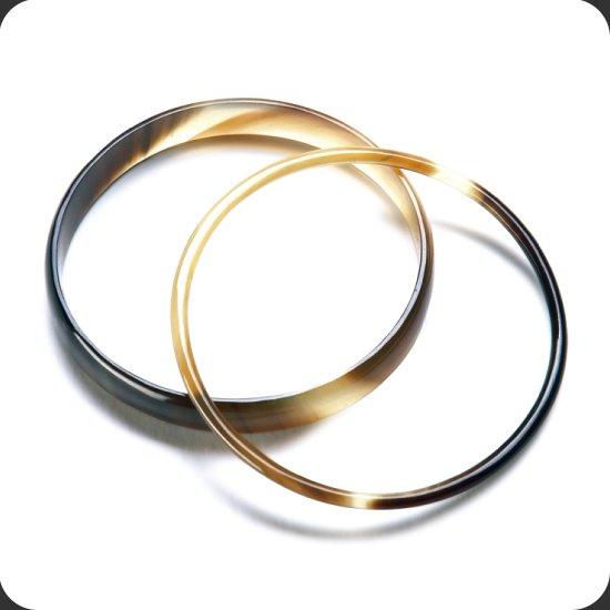 Sarah Petherick:Thin plain round bracelet - natural