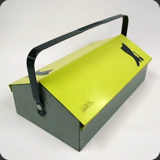ヴィンテージアイテム:ウィルヘルム・キンツレデザインのツールボックス。
