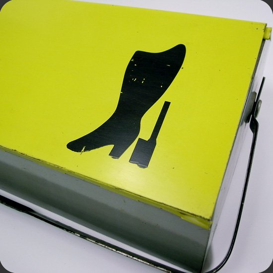 ヴィンテージアイテム:ウィルヘルム・キンツレデザインのツールボックス。Mewa社の分かりやすいアイコンのプリント。