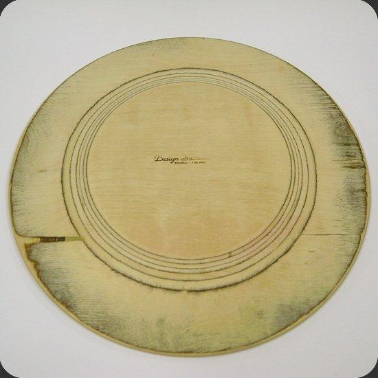 ヴィンテージアイテム:1960年代にフィンランドで生産されていた木製のトレイ。裏面