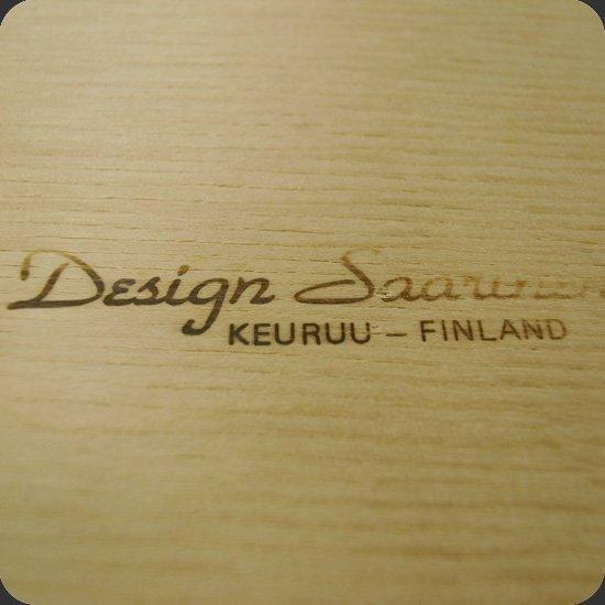 ヴィンテージアイテム:1960年代にフィンランドで生産されていた木製のトレイ。裏面サイン部分。