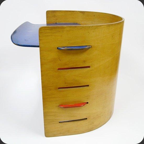 ヴィンテージ家具 Kristian Vedel/ Kids Chair:経年による独特の色合いで、存在感のある佇まいもその魅力です