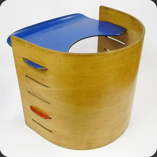 ヴィンテージ家具 Kristian Vedel/ Kids Chair:合板の加工をうまくいかした構造が特徴的
