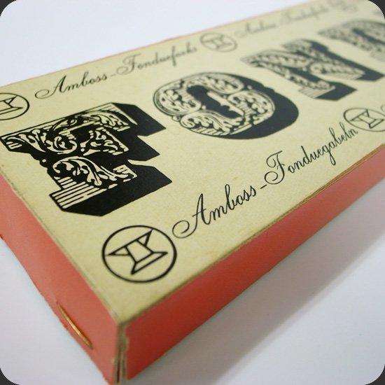 ヴィンテージアイテム:パッケージの デザインも同社の製品の魅力の一つです。