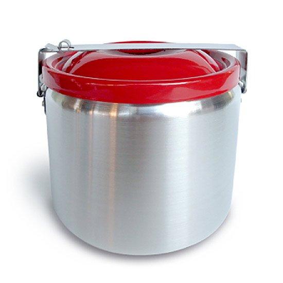 ヨーロッパの製品らしい鮮やかな赤い蓋がひときわ目を引きます