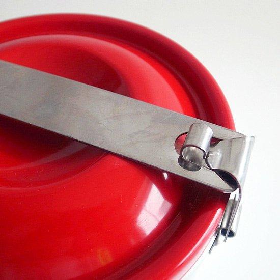 ロック機能のついた赤い蓋