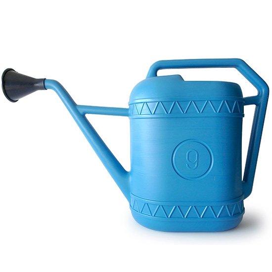 インダストリアル感がとても魅力的な、イタリアのプラスチック製のジョウロ