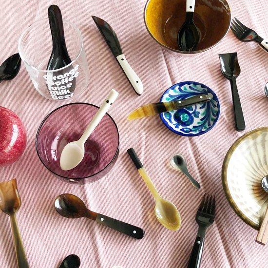 様々な食器との組み合わせが楽しめる、サラ・ペセリックによる豊富なカトラリーのラインナップ