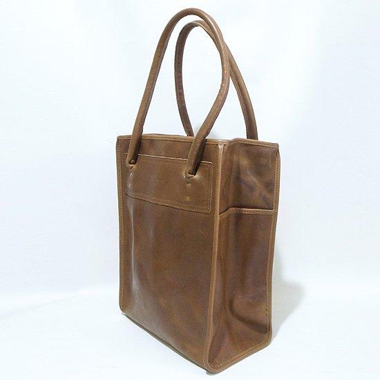 アメリカ最古のイリノイ州にあるHorween Leather社に別注した贅沢なレザーをつかったバック