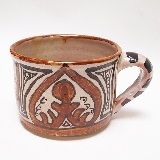 スペインのテルエルで伝統的に作られるマグカップ
