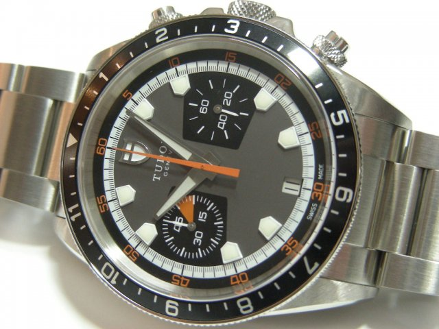 チュードル ヘリテージ クロノ グレー×ブラック Ref.70330N