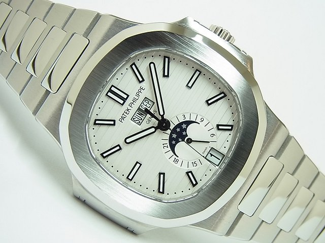 パテック・フィリップ ノーチラス・アニュアルカレンダー ホワイト 5726/1A-010