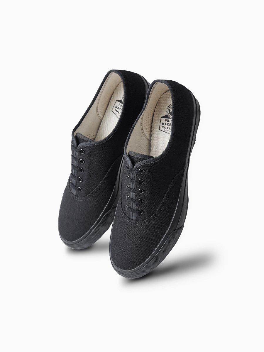 <img class='new_mark_img1' src='//img.shop-pro.jp/img/new/icons20.gif' style='border:none;display:inline;margin:0px;padding:0px;width:auto;' />BRAND : PHIGVEL<br>MODEL : DECK SHOES<br>COLOR : BLACK