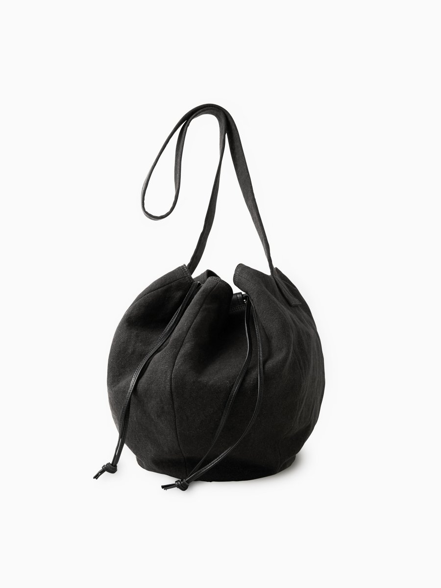 BRAND : PHIGVEL<br>MODEL : DRAWSTRING BAG L<br>COLOR : CARBON