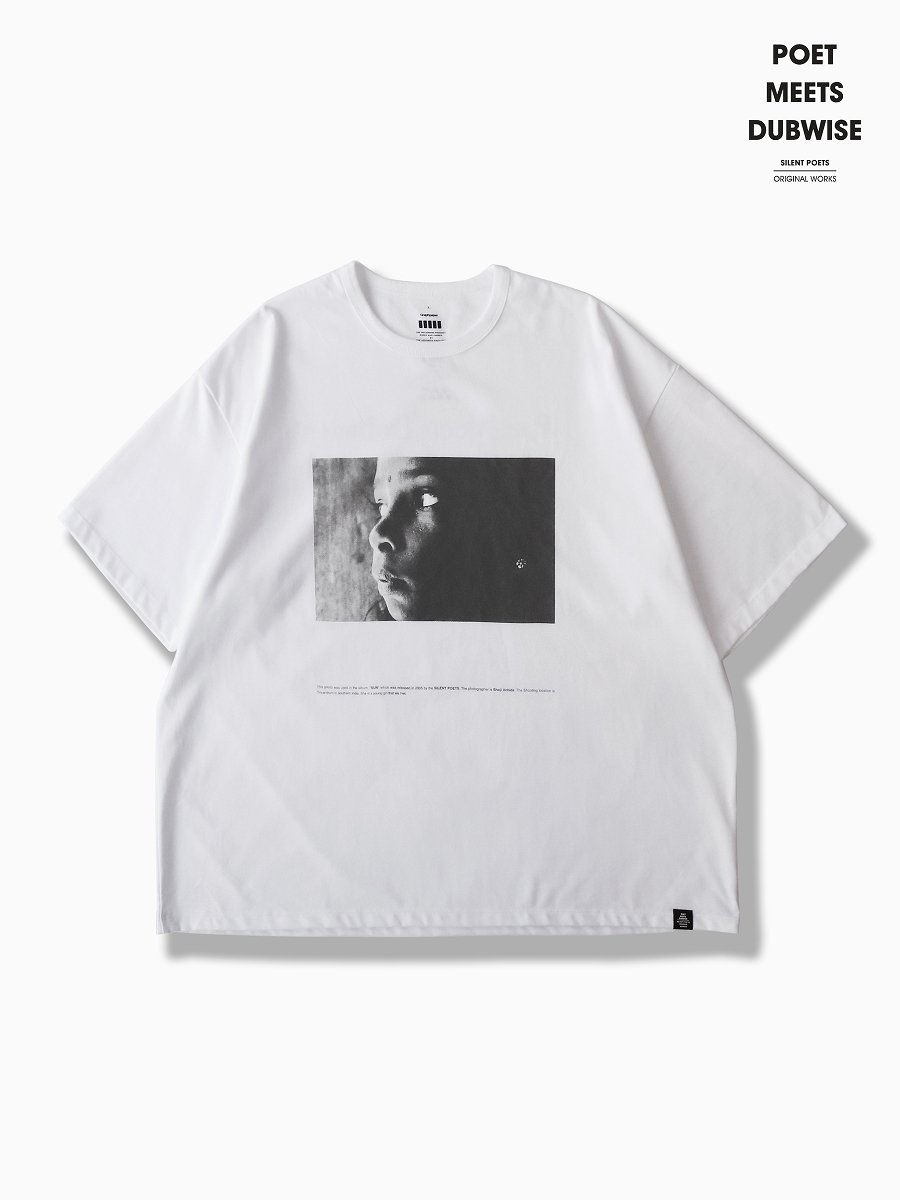BRAND : Graphpaper<br>MODEL : Poet Meets Dubwise for GP JERSEY S/S TEE SUN<br>COLOR : WHITE