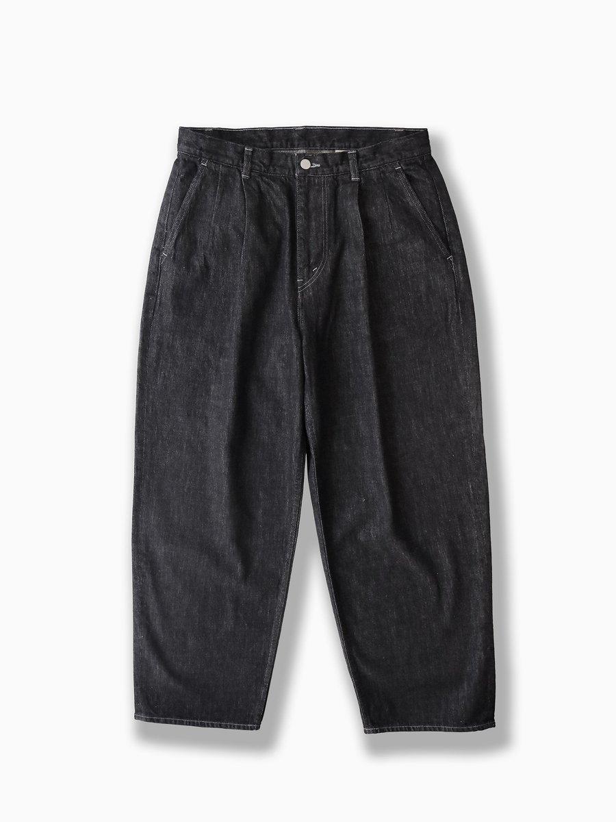 BRAND : Graphpaper<br>MODEL : COLORFAST DENIM TWO TUCK PANTS<br>COLOR : INDIGO