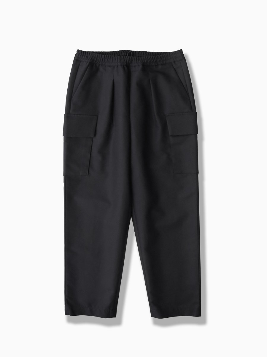BRAND : Graphpaper<br>MODEL : DOUBLE PLAIN WEAVE EASY MILITRARY PANTS<br>COLOR : BLACK