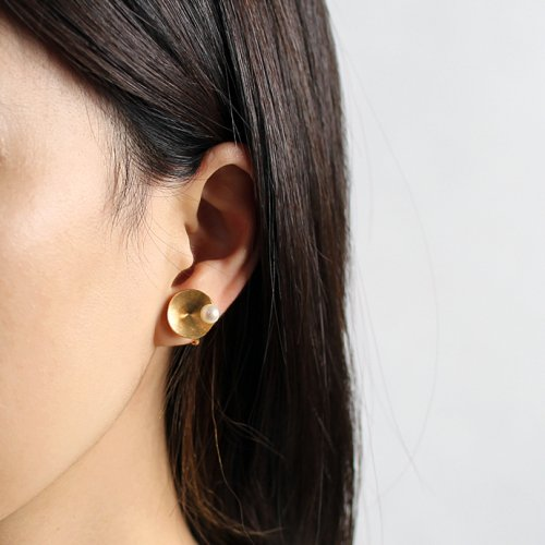 revie objects(レヴィオブジェクツ) / PY2-03 〈PYRAMID〉 ●pearl earring ピラミッド マルパールイヤリング (片方タイプ)