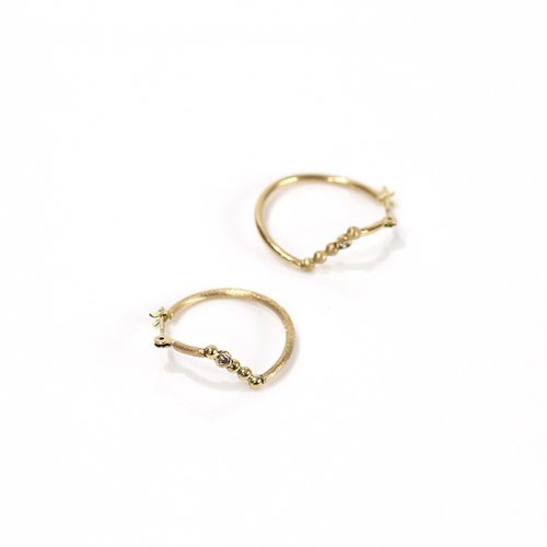 Rice Rice / AN2-03〈ANALYEZE〉dotted line earrings mini アナライズ ドットライン クロッシングピアス ミニ