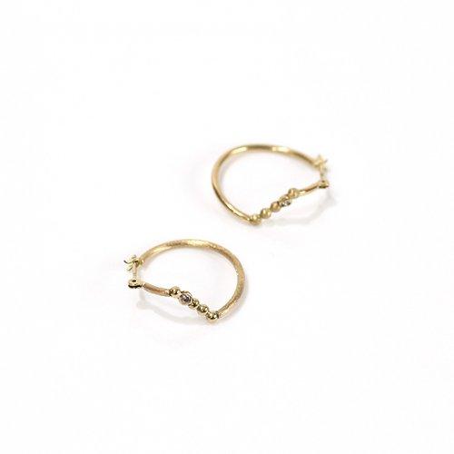 revie objects(レヴィオブジェクツ) / AN2-03 〈ANALYEZE〉 dotted line earrings mini アナライズ ドットライン クロッシングピアス ミニ