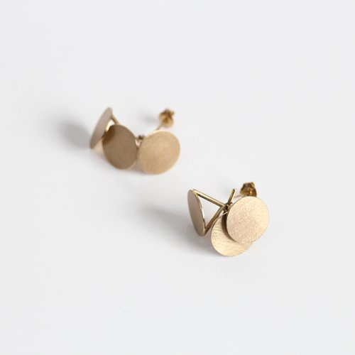 revie objects(レヴィオブジェクツ) / PY2-10 〈PYRAMID〉 dancing  earrings ピラミッド ダンシング ピアス -ゴールド