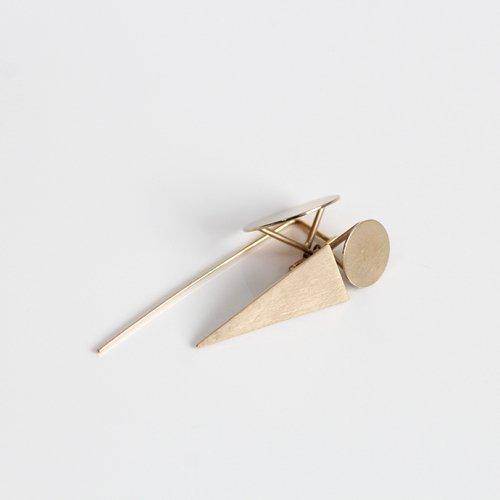 revie objects(レヴィオブジェクツ) / PY2-11 〈PYRAMID〉 dancing  earring Single ピラミッド ダンシング ピアス - ゴールド (片方タイプ)