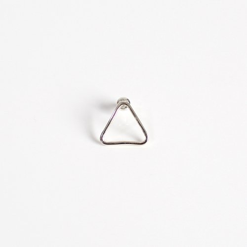 UNKNOWN.(アンノウン) UNKNOWN. silver925 U323 THIN TRIANGLE ピアス / シルバー (片耳タイプ)<img class='new_mark_img2' src='//img.shop-pro.jp/img/new/icons7.gif' style='border:none;display:inline;margin:0px;padding:0px;width:auto;' />
