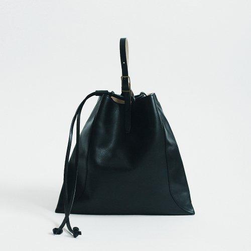【完売】MARROW(マロウ) / MEDIUM PILLOW レザー 巾着型ハンドバッグ - ブラック