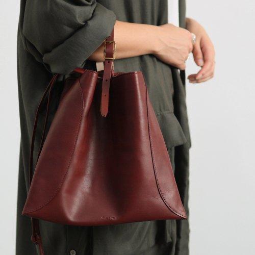 【完売】MARROW(マロウ) / MEDIUM PILLOW レザー 巾着型ハンドバッグ -マルーン