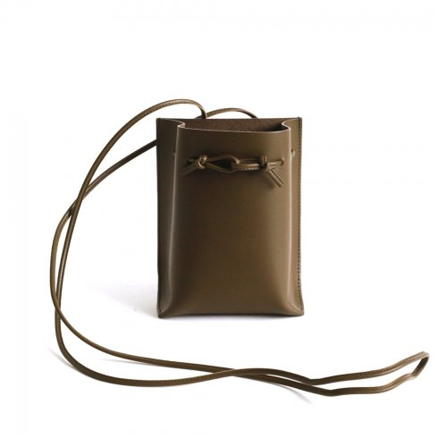 MARROW(マロウ) / MA-AC0103 / STRING POUCH - OLIVE<img class='new_mark_img2' src='https://img.shop-pro.jp/img/new/icons7.gif' style='border:none;display:inline;margin:0px;padding:0px;width:auto;' />