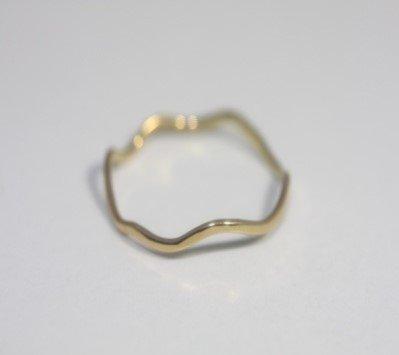 hirondelle et pepin(イロンデールエペパン) / k18  hr-9s-244 波型シェイプリング - ゴールド