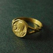 百合の花を持った聖母マリア リング 指輪 アンティーク ゴールドメッキ