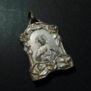 聖心を指すイエスキリスト モンマルトルの丘 サクレクール寺院  アンティーク メダイ