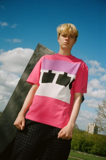 <img class='new_mark_img1' src='https://img.shop-pro.jp/img/new/icons1.gif' style='border:none;display:inline;margin:0px;padding:0px;width:auto;' />TTT Block Tshirt Pink