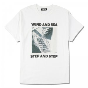 WIND AND SEA/ウィンダンシー/8th Collection/WDS (STEP AND STEP) PHOTO T-SHIRT(WHITE)/Tシャツ