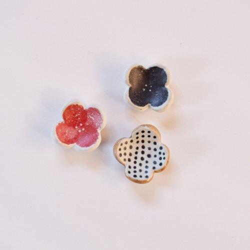 のん窯 お花の箸置き 黒
