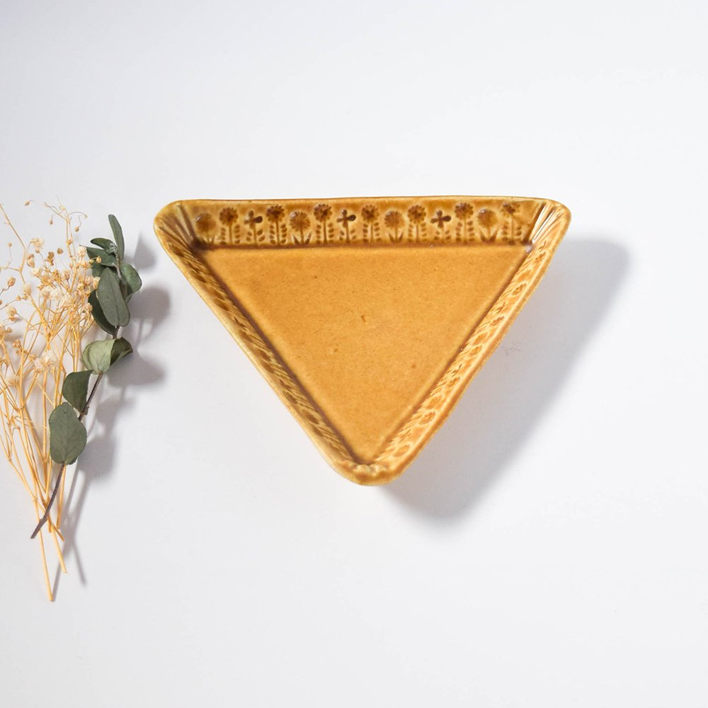 梶山友里 三角のプレート 茶色