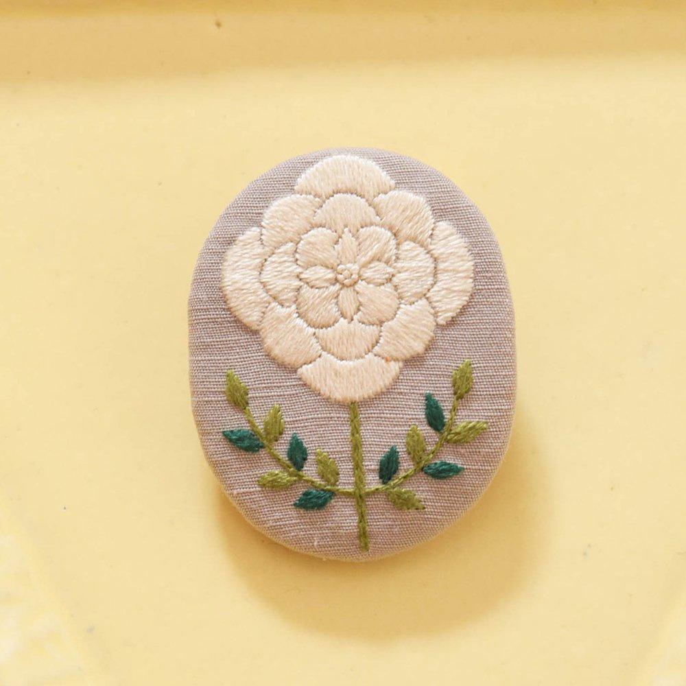mikako kondo  symme ブローチ 白×緑