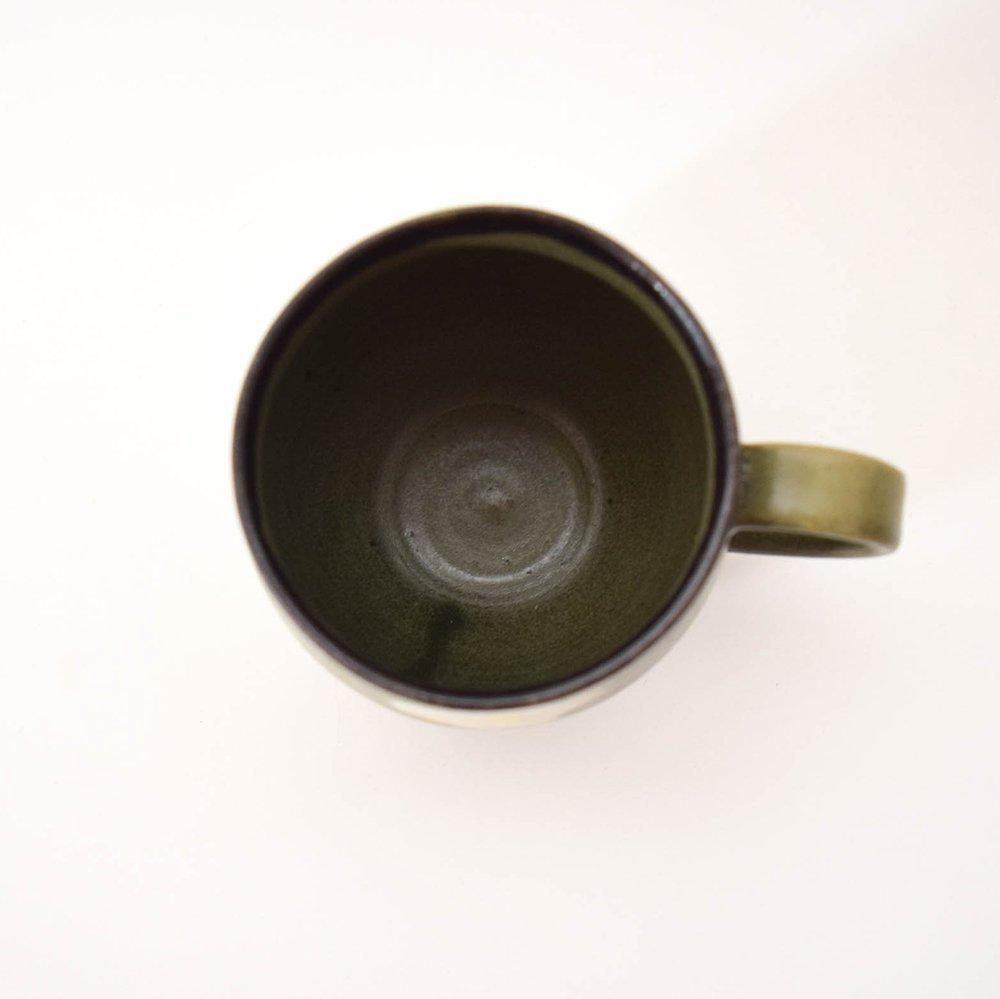<img class='new_mark_img1' src='https://img.shop-pro.jp/img/new/icons1.gif' style='border:none;display:inline;margin:0px;padding:0px;width:auto;' />佐藤牧子 お花のマグカップ 緑