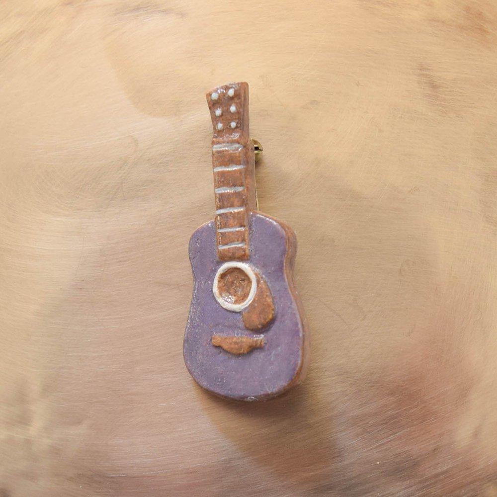 アルペジオ ブローチ ギター パープル