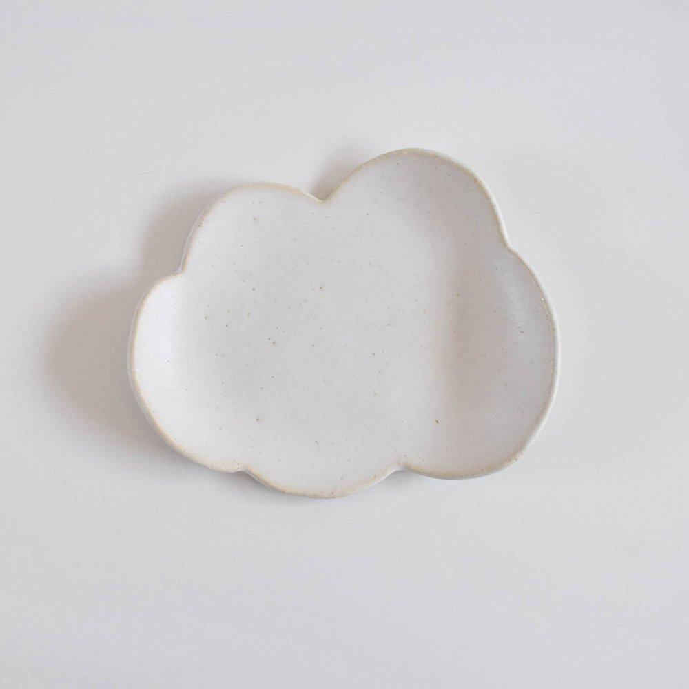 <img class='new_mark_img1' src='https://img.shop-pro.jp/img/new/icons1.gif' style='border:none;display:inline;margin:0px;padding:0px;width:auto;' />watagumo 雲のお皿 大
