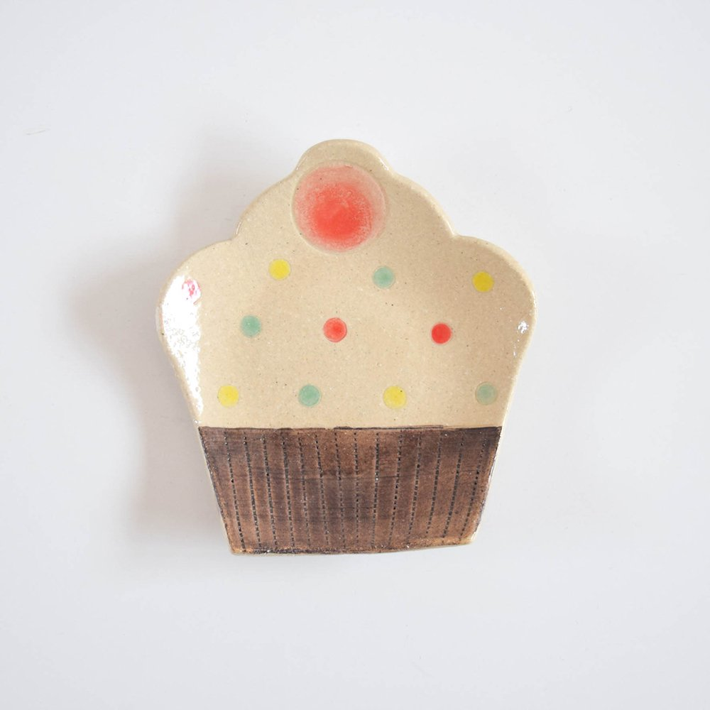 <img class='new_mark_img1' src='https://img.shop-pro.jp/img/new/icons1.gif' style='border:none;display:inline;margin:0px;padding:0px;width:auto;' />watagumo カップケーキのお皿