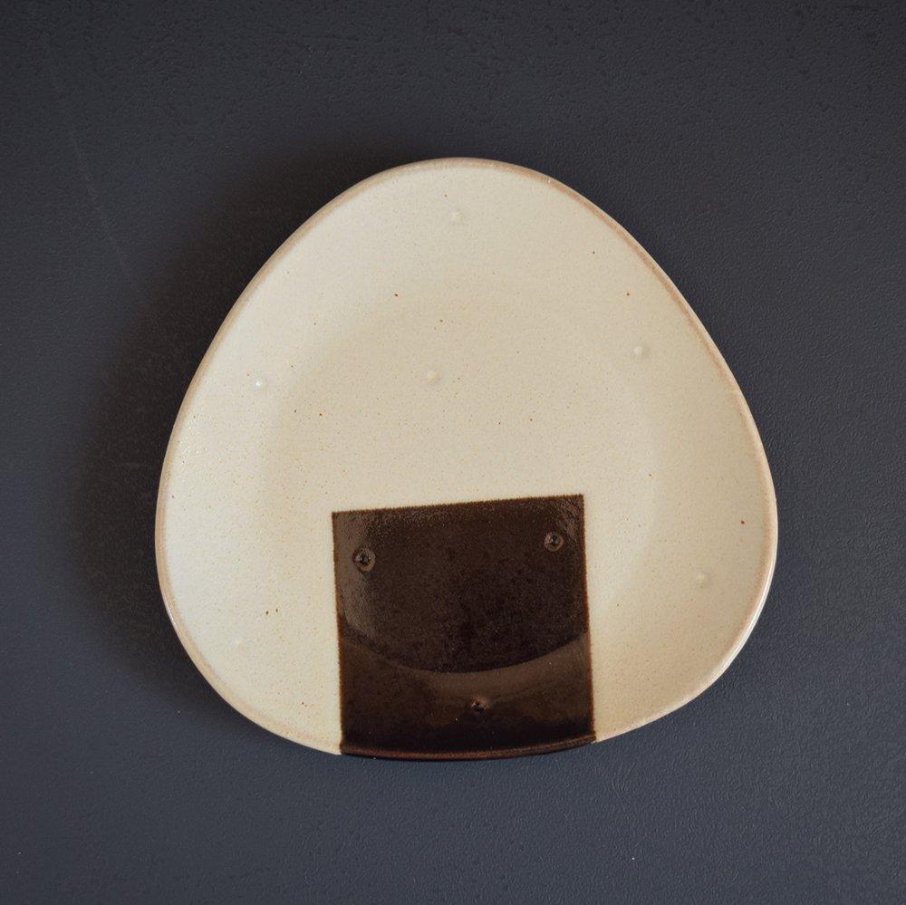 アトリエ モノラー  おむすび皿 中