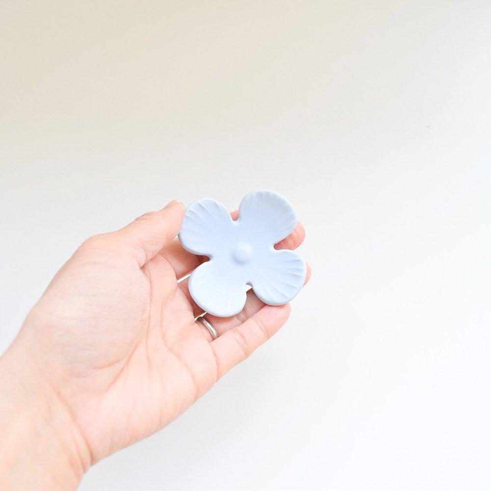 アトリエ モノラー  箸置き 幸せの花  アイスブルー