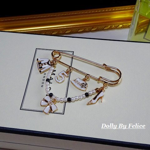 �5 lady motif  brooch(ホワイト)
