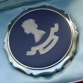 エリザベス女王戴冠25周年 Silver Jubilee ウェッジウッドxストラットンコンパクト